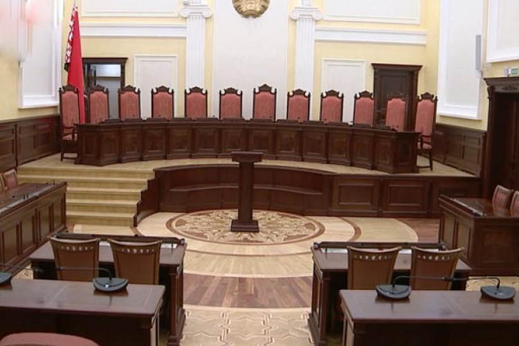 Минский областной суд - «Кресло судьи и стулья для суда»